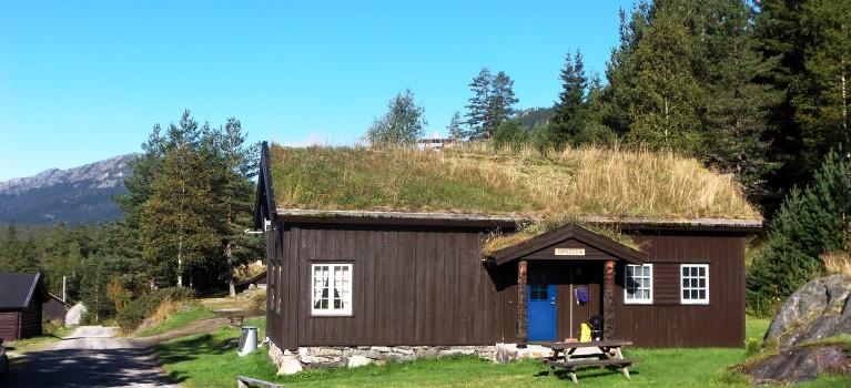 Sjarmerande hytter i vakker naturlandskap